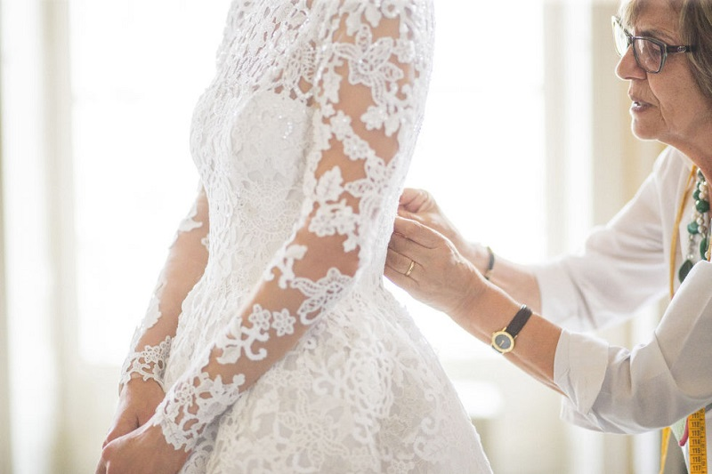 Features Of Fitting A Wedding Dress