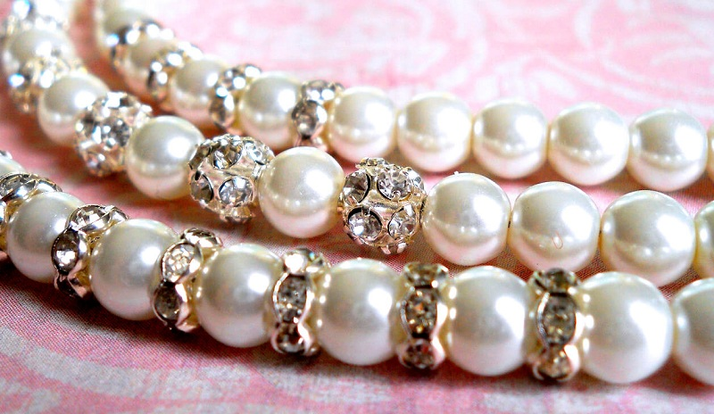 Jewelry Made Of Pearls. Tips For Stylists Of Your Choice