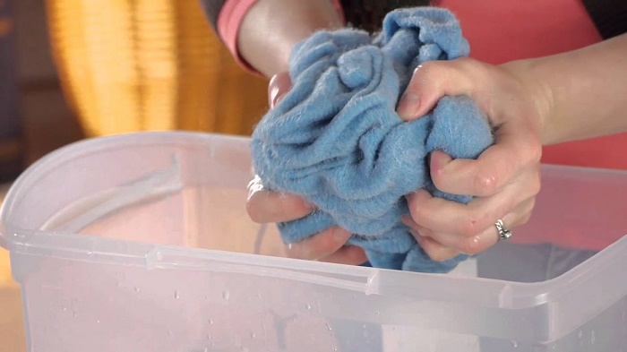 wash wool clothes