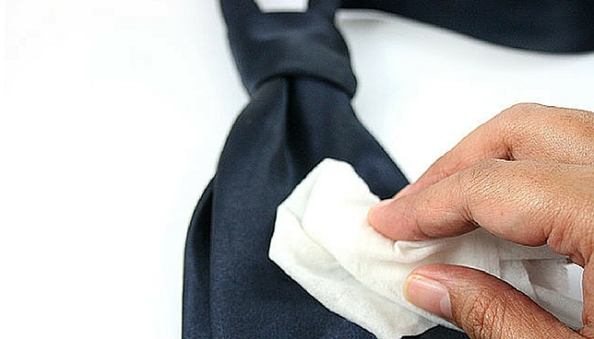 How to wash a tie